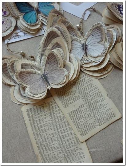 origami kupu-kupu yang dibuat dari kertas bekas