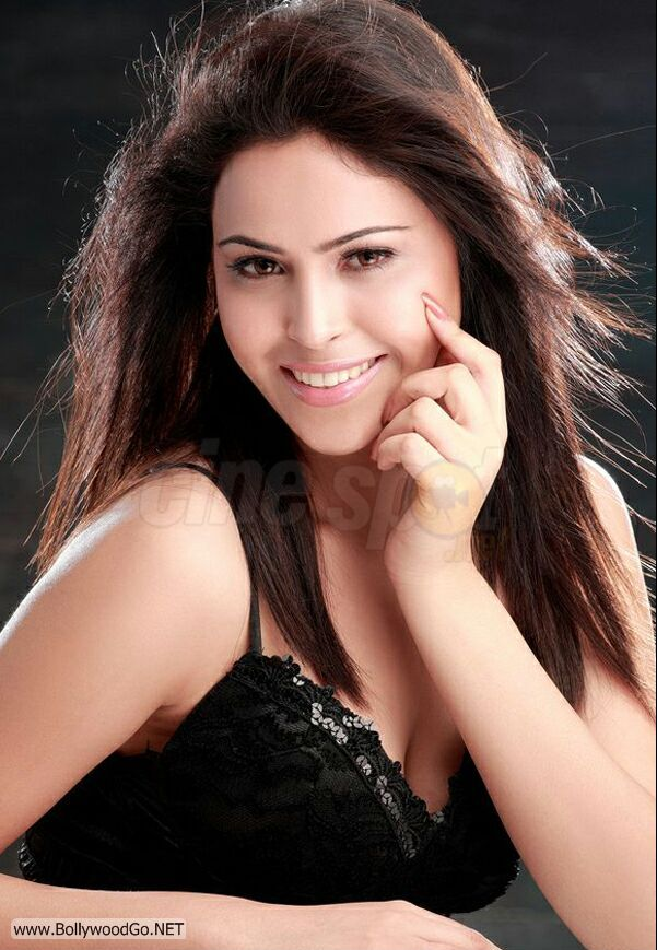 Hot model shreya in raunchy photoshoot