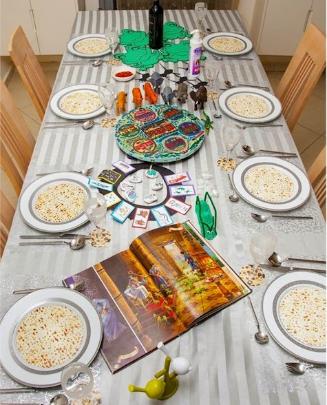 Seder Exodus table arrangement by DK Design & Daily Cheapskate: Seder Exodus table arrangement by DK Design