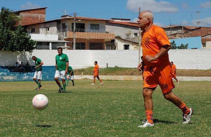 Elson se despede do futebol em jogo comemorativo de aniversario
