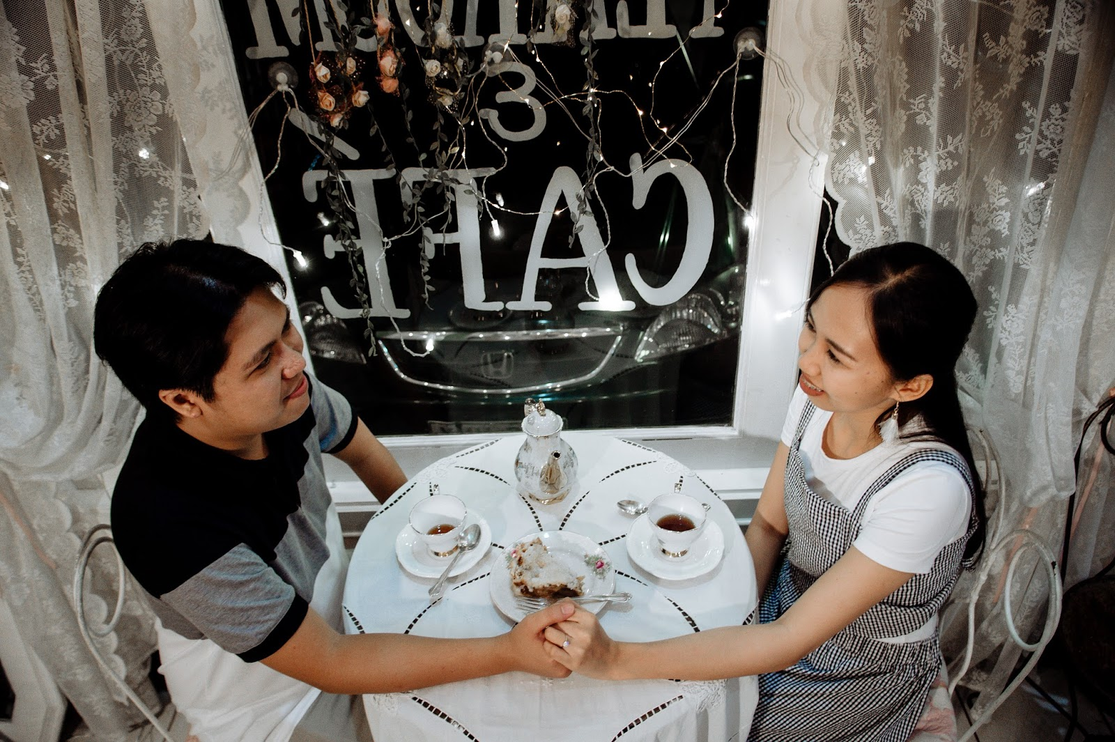 date night a a cute cafe