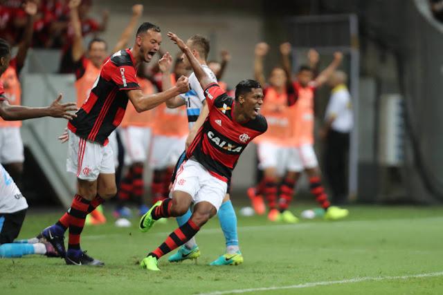 Berrío estreou em grande estilo pelo Flamengo (Foto: Francisco Stuckert/Raw Imagens/Gazeta Press)