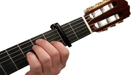 Hướng dẫn sử dụng capo trong guitar