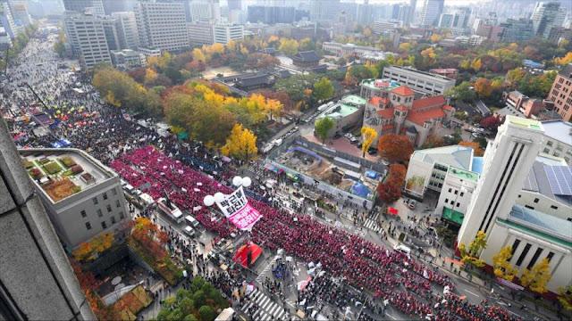 Decenas de miles de surcoreanos urgen renuncia de su presidenta