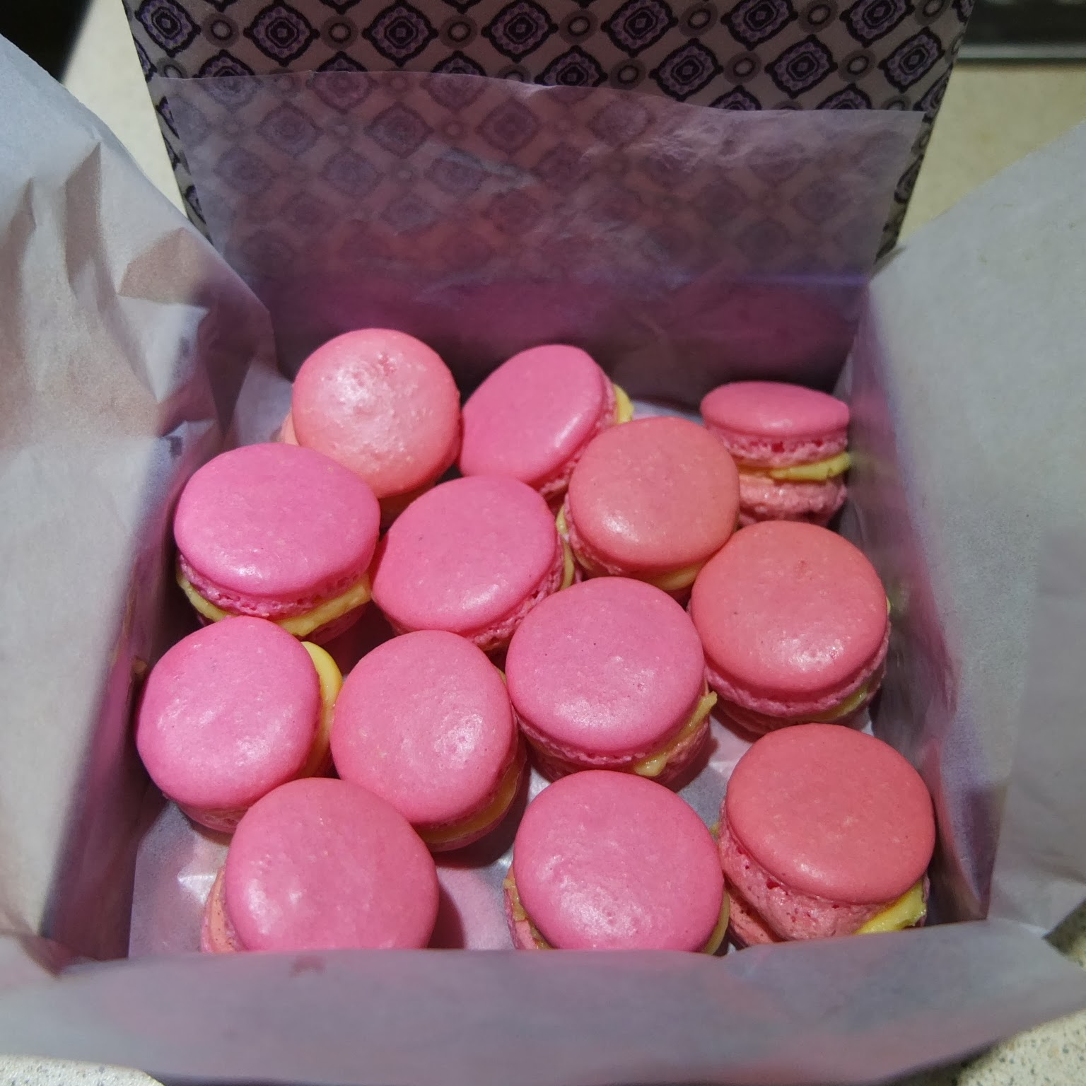 p tisserie nadine rosa macarons mit deutscher buttercreme. Black Bedroom Furniture Sets. Home Design Ideas