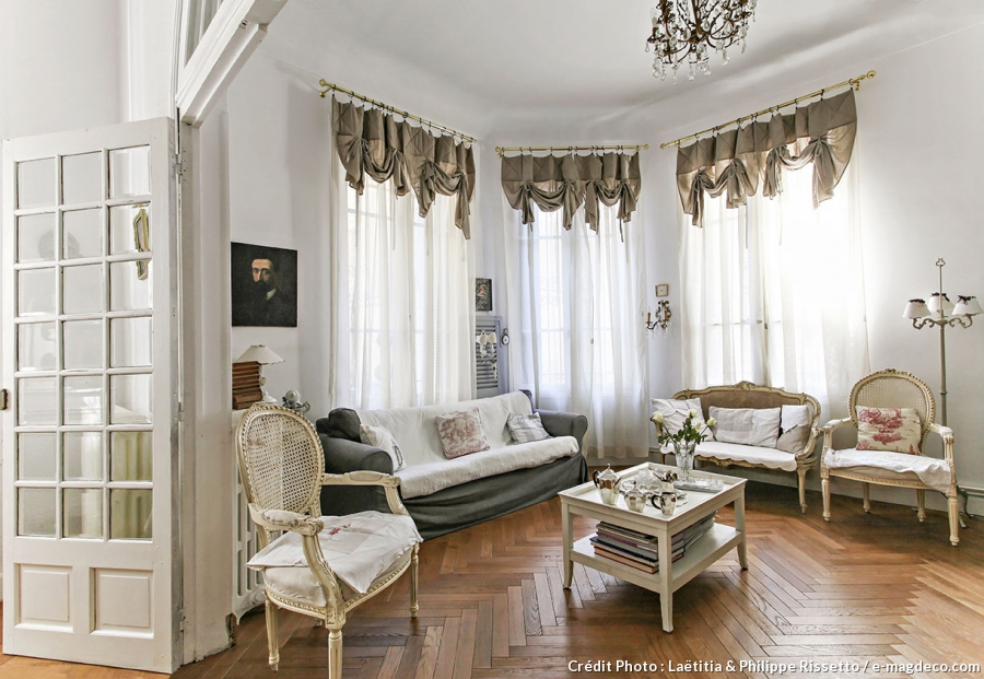 Casinha colorida todo charme entre o french country e o for Style de salon moderne