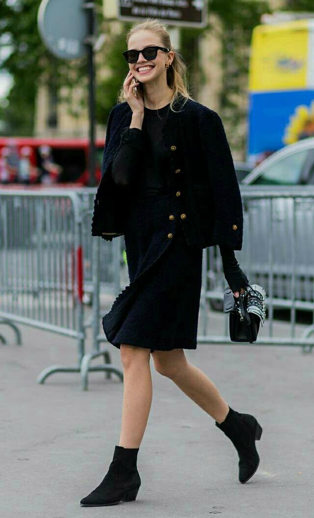 Look bota de cano curto com vestido ou saia