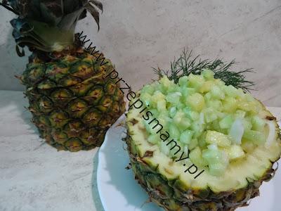 Sałatka z zielonego ogórka i ananasa