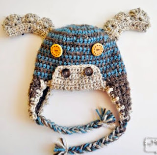 http://translate.google.es/translate?hl=es&sl=en&tl=es&u=http%3A%2F%2Fmymerrymessylife.com%2F2013%2F10%2Fcrochet-moose-beanie-free-crochet-hat-pattern-for-all-sizes.html
