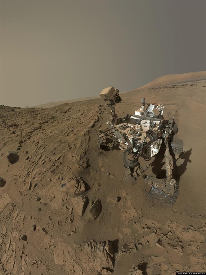 selfie da sonda Curiosity em Marte- primeiro aniversário de um ano em Marte