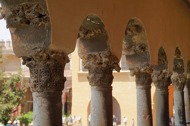 Königspalast und Park Alcázar in Sevilla im maurischen Stil