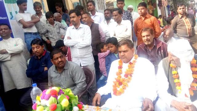 The public expressed gratitude to the councilor Munesh-Ravi Bhadana in Ward no 25's Ajay Nagar B-Block.