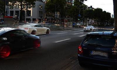 https://www.express.de/duesseldorf/mordversuche-in-duesseldorf-unfassbar--gleich-zwei-autofahrer-rasen-auf-polizisten-zu-30093608?originalReferrer=