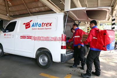 Ada Alfatrex, belanja di Alfamart bisa sambil kirim paket.