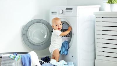 mencuci pakaian bayi dengan mesin atau tangan