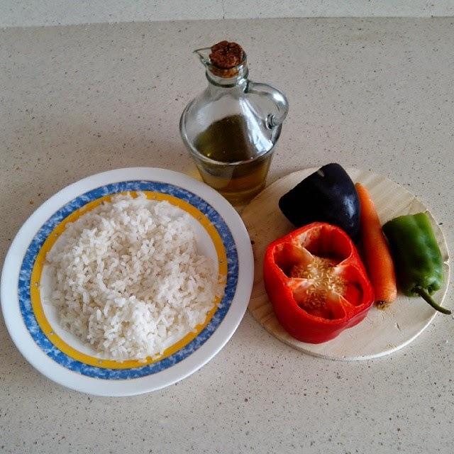 Imagen ingredientes arroz con verduras y huevo