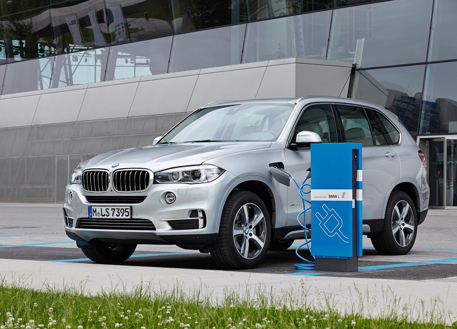Bmws Minis Amp Rolls Royces Ensnared In Airbag Recall