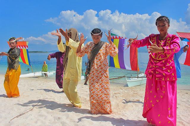 A traditional Pangalay performance from the Sama-Bangingi