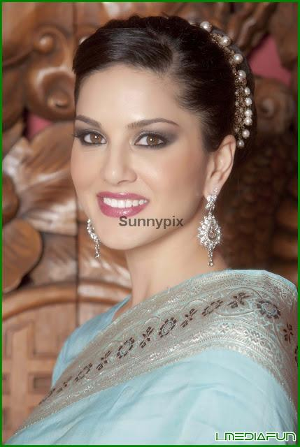 Sunny Leone Hot In Blue Saree,Blouse Removing  Play Matches-9733