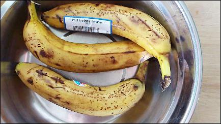 3 ripe bananas with peel