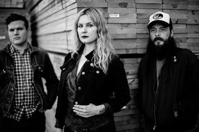 true-widow-band