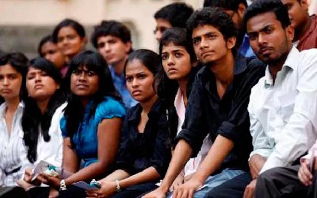 देश भर में 50 लाख नौकरियां, सरकारें भर्ती ही नहीं कर रहीं: रवीश कुमार | NATIONAL NEWS
