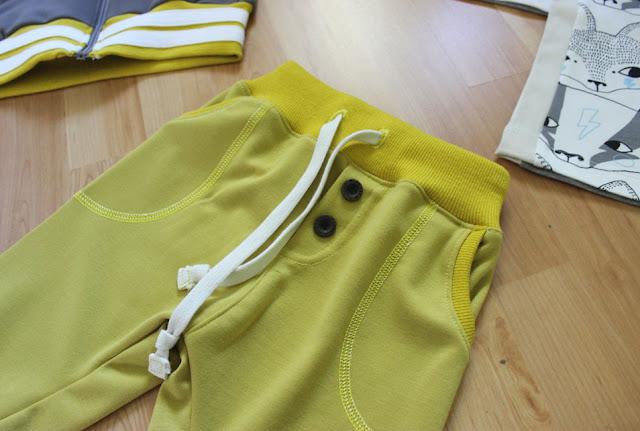 housut napeilla, valehalkio, taskuhousut