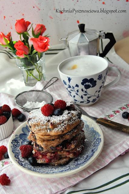 433. Orzechowe pancakes z malinami i borówkami