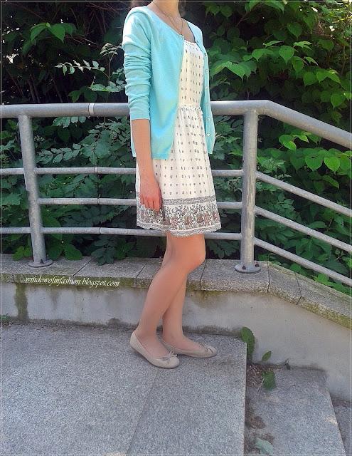 Stylizacja z sukienką z chwościkami