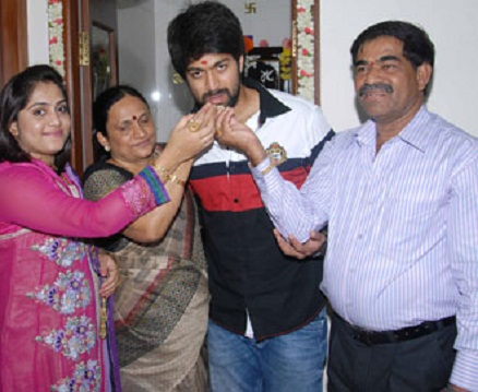 Yash Celebrate with family