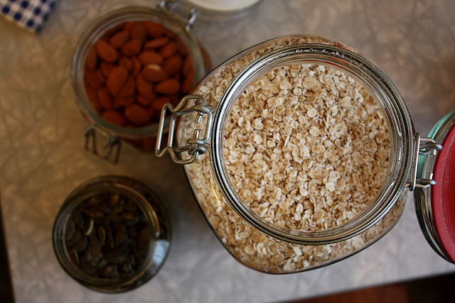 Bulk flaked oats, pumpkin seeds and almonds - 100% plastic-free