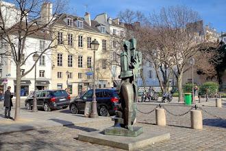Paris : Prométhée, une oeuvre signée Ossip Zadkine - place Saint-Germain-des-Prés - VIème