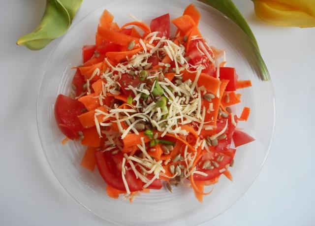 szybka sałatka, sałatka z marchewki, marchewka z pomidorem, proste przepisy, zdrowa kuchnia,