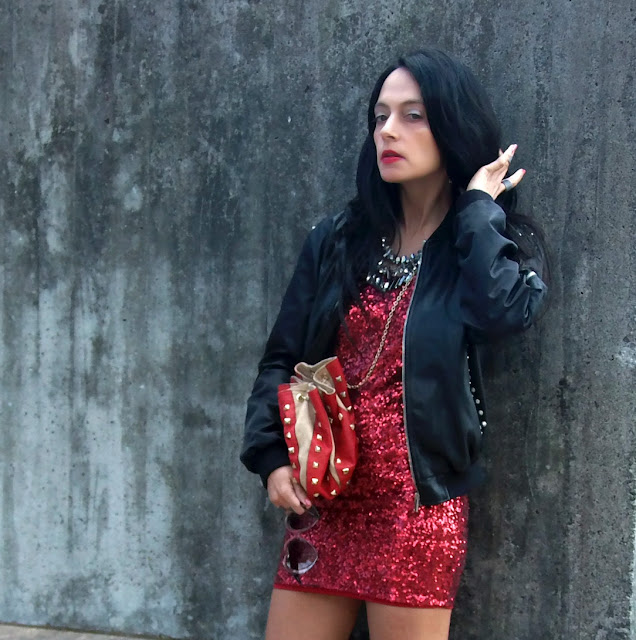 fashion, moda, look, outfit, blog, blogger, walking, penny, lane, style, estilo, streetstyle, chic, glam, cool, rock, trendy, sequin, lentejuelas, fiesta, party, christmas, navidad, zara, bomber, bershka, blanco, rojo, red,