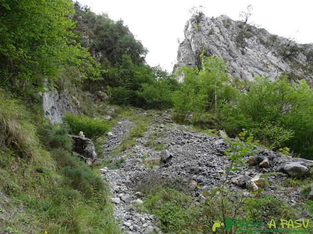 Canal de Reñinuevo: Bifurcación al Casetón y la Canal