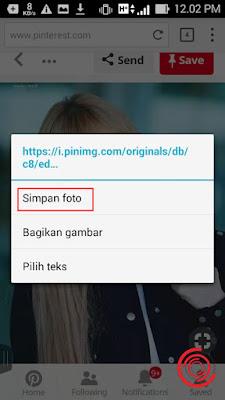 Berikutnya cara untuk menyimpan gambar atau foto dari Pinterest tanpa aplikasi di Android yaitu silakan kalian tahan pada foto atau gambar yang ingin kalian download atau simpan sampai muncul pilihan Simpan Foto, Bagikan Gambar dan Pilih Teks. Silakan kalian pilih Simpan Foto untuk menyimpannya ke Galeri HP kalian.