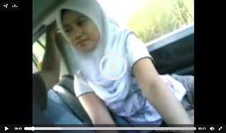 Video Bokep Indo Cewek Berjilbab Sepong Kontol Pacar Di Mobil