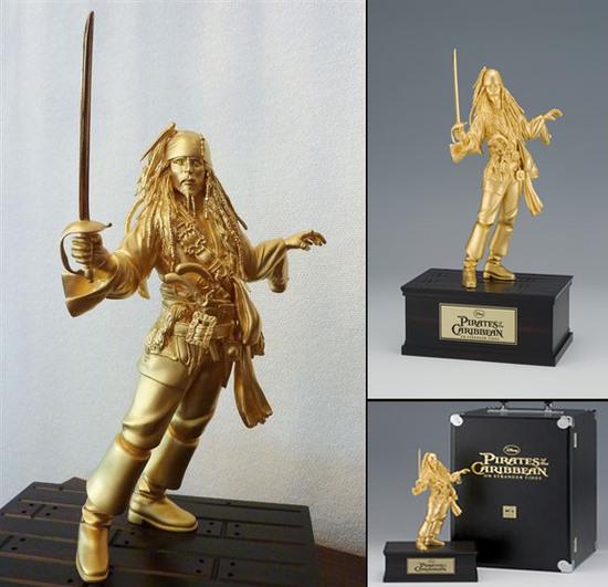 Patung Emas Jack Sparrow kini dijual
