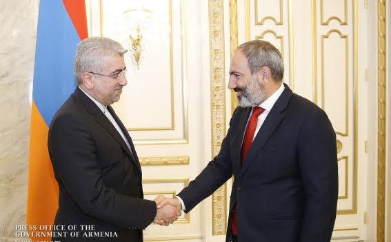 Primer ministro armenio y ministro de energía iraní discuten desarrollo de cooperación