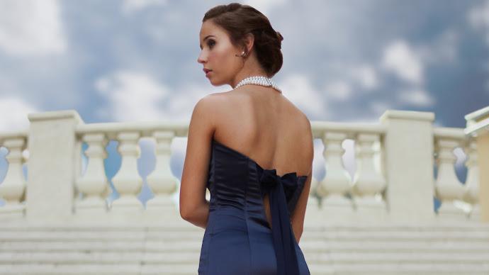 Wallpaper: Beautiful Lady in a Prom Dress