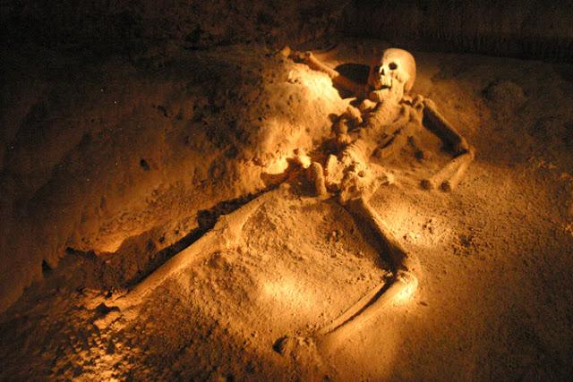 gua  Actun Tunichil Muknal yang di percaya sebagai pintu gerbang akhirat