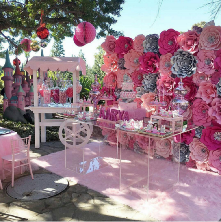 Lindas decoraciones con paneles de flores de papel para tu for Decoracion mesas fiestas