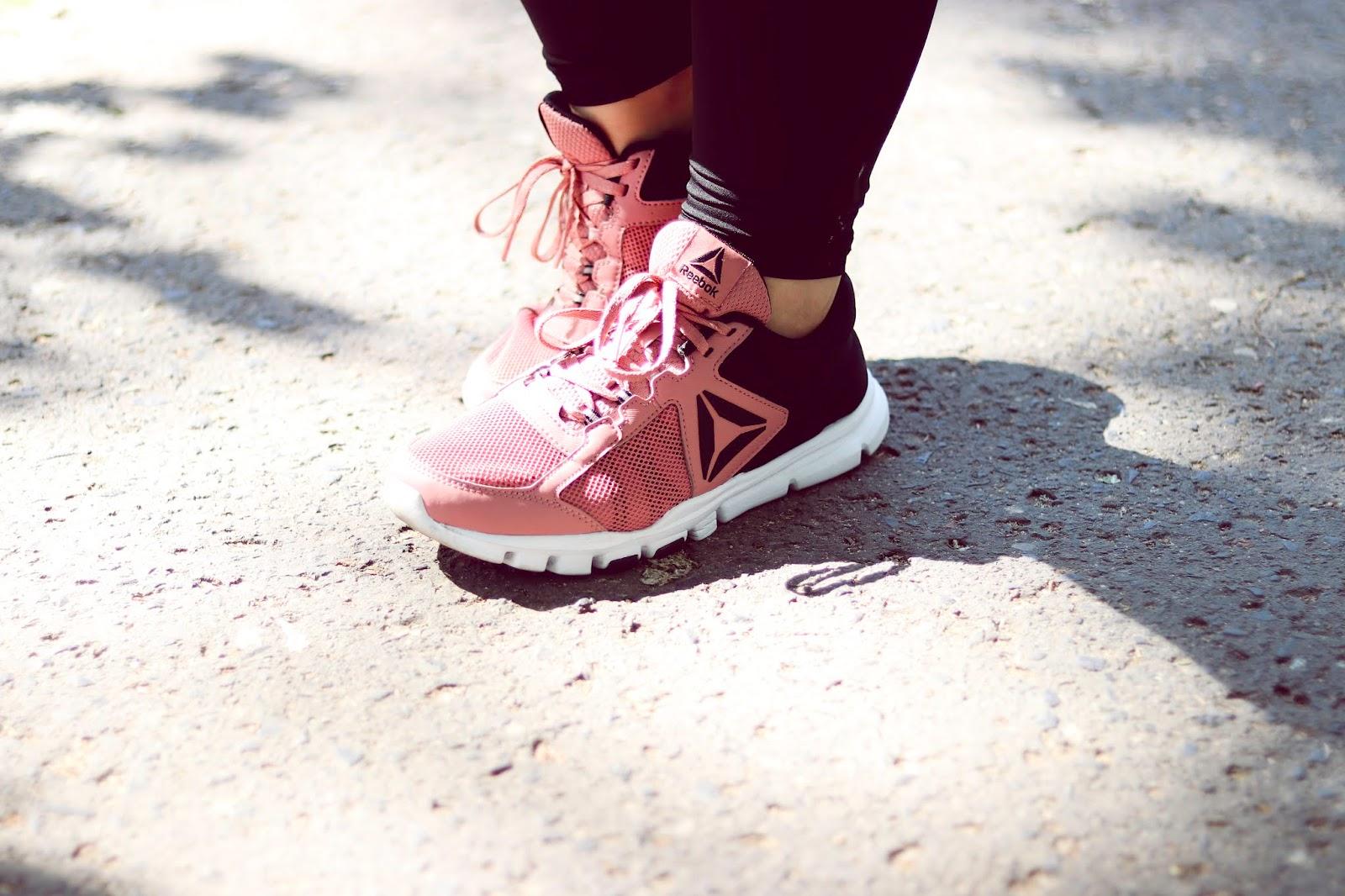 Różowe buty Reebok do biegania