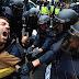 """Guardia venezolano se indigna por represión en Catalunya: """"¿Por qué se acabaron las protestas en Venezuela? Miren como se divierten esos policías"""""""