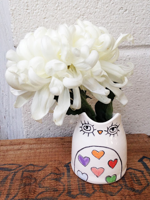 owl vase with hearts in tummy