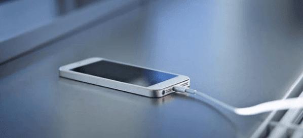 4 Hal yang harus dihindari saat mengecas HP Smartphone Android kalian