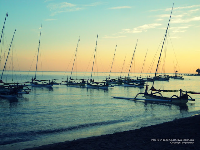 pagi hari di tepi pantai