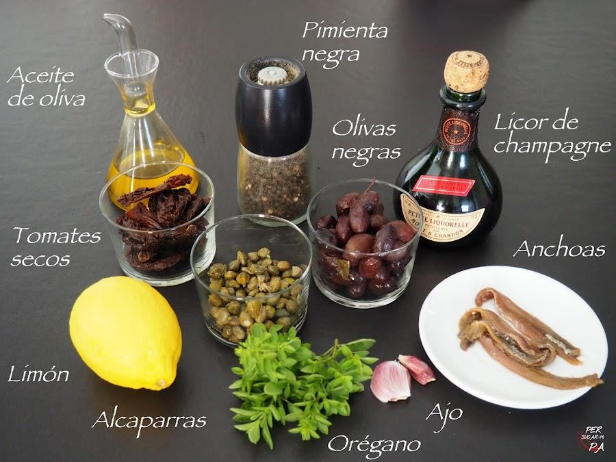 Tapenade de inteso sabor mediterráneo: olivas negras, alcaparras, anchoas, tomates secos, orégano, ... con unos palitos integrales de semillas