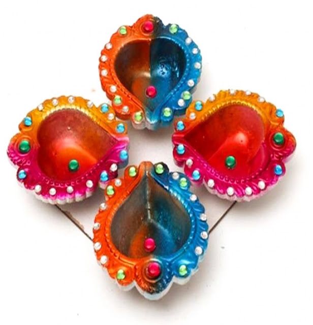 HAND PAINTED Diya Set OF 4 MUHENERA
