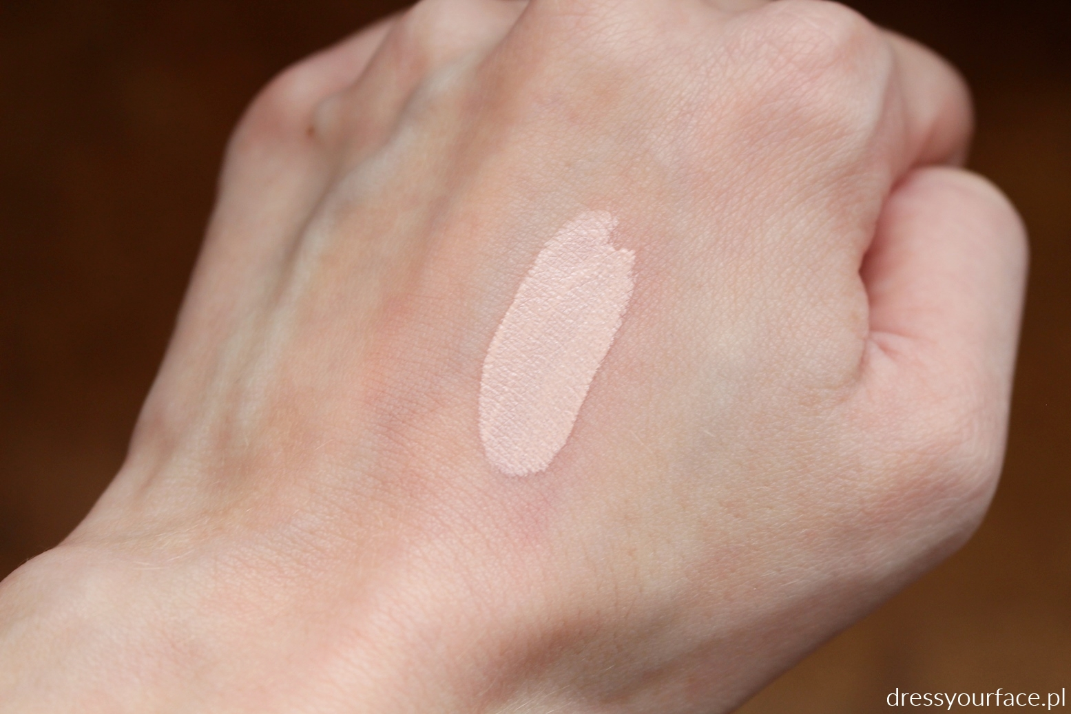 essence baza pod cienie swatch